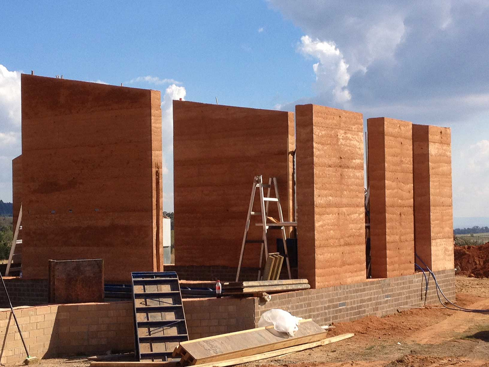 rammed earth Build the home of your dreams with new zealands's most experienced rammed earth construction company strong and durable homes built to last for many years, with low.